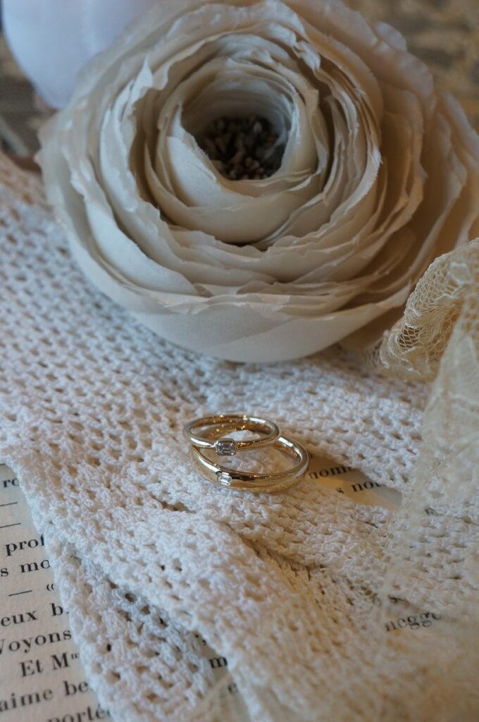 エレガントな煌めきで揃えて♪ 結婚指輪