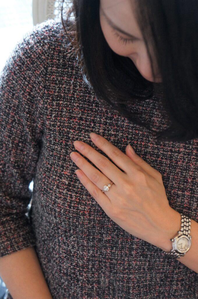 素敵な煌めきの一点ものを婚約指輪にお選びいただきました