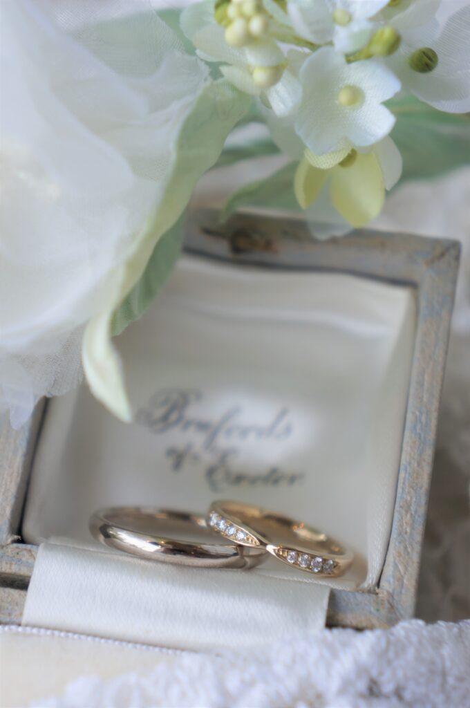 それぞれにお似合いの色で 結婚指輪