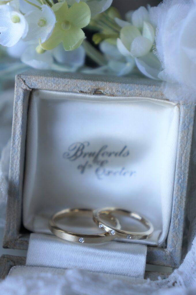 デザイン・色合い・煌めきも揃えて 結婚指輪