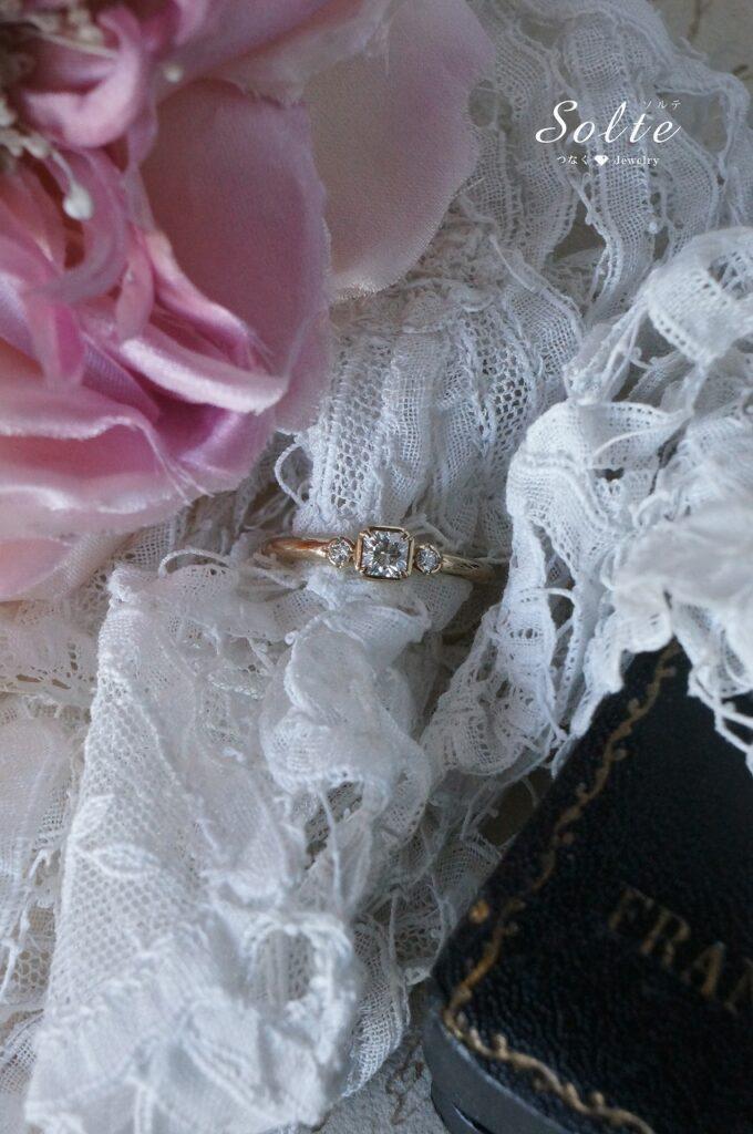 幸せなお二人のもとへと 婚約指輪