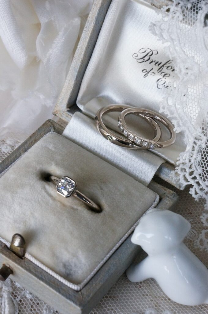 素敵なお二人のもとへ 婚約指輪&結婚指輪