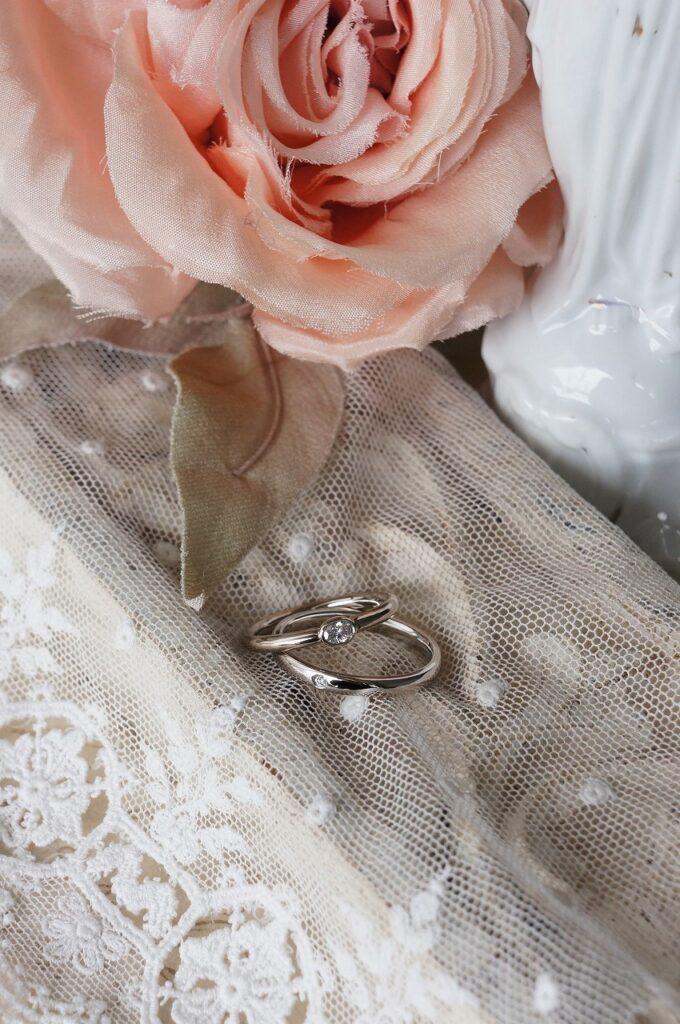 やさしい魅力を 結婚指輪