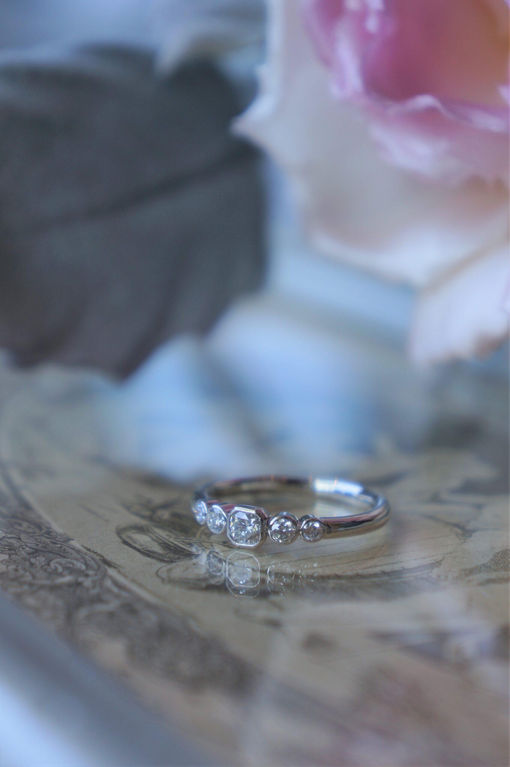 煌めきのグラデーション 一点ものを結婚指輪にお選びいただきました