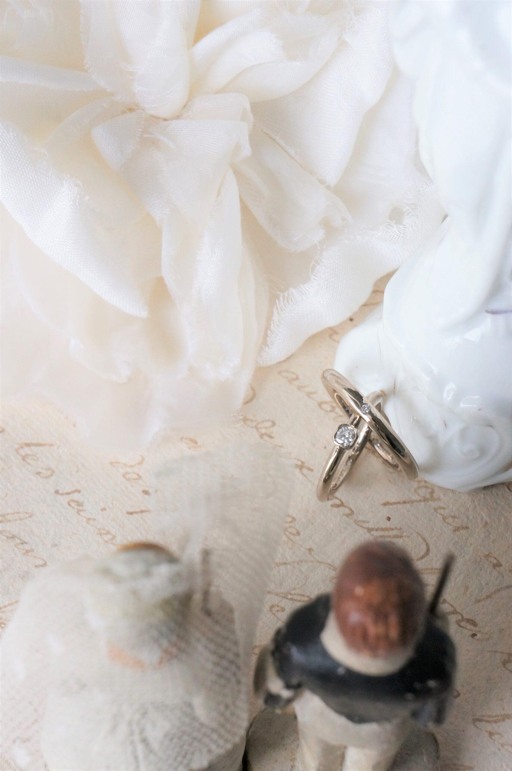 優しいフォルム・色・きらめきで 結婚指輪