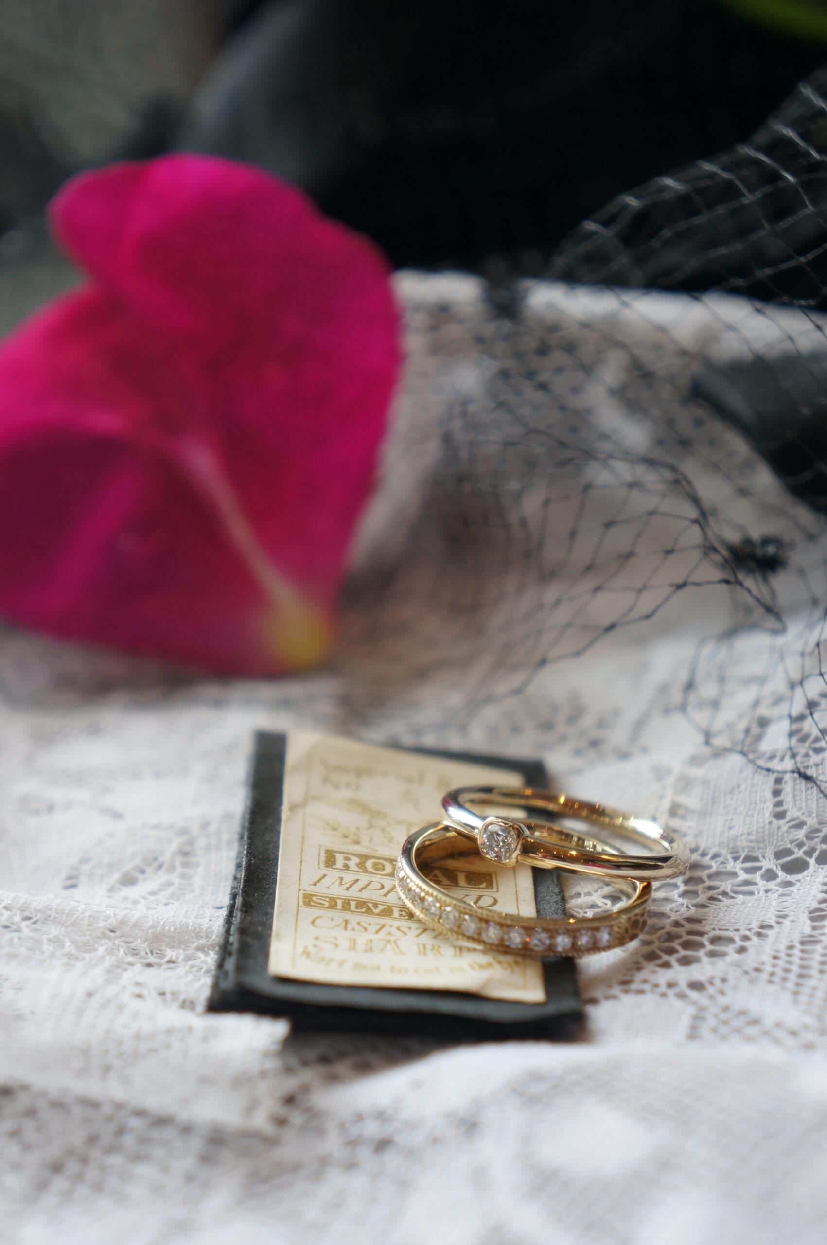 幸せな煌めきをかさねて ブライダルラインリング 結婚指輪2点