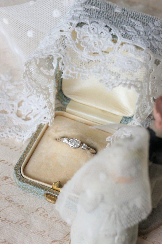 素敵なカッティングのダイアモンドで♡ ご婚約や節目の記念日などにおすすめの一点ものリングです
