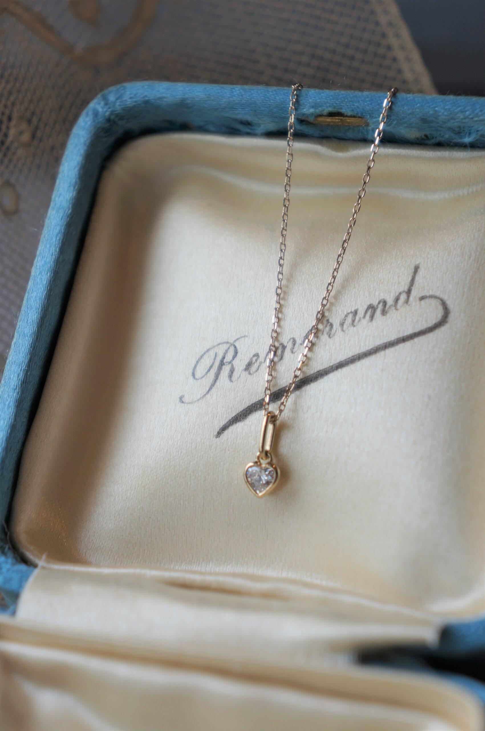 お母様からの贈り物 嫁ぎゆく娘さんへ想いをこめて 一点ものダイアモンドペンダント