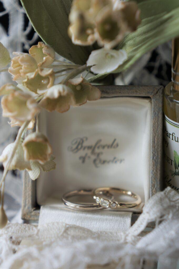 すずらんの季節に 結婚指輪