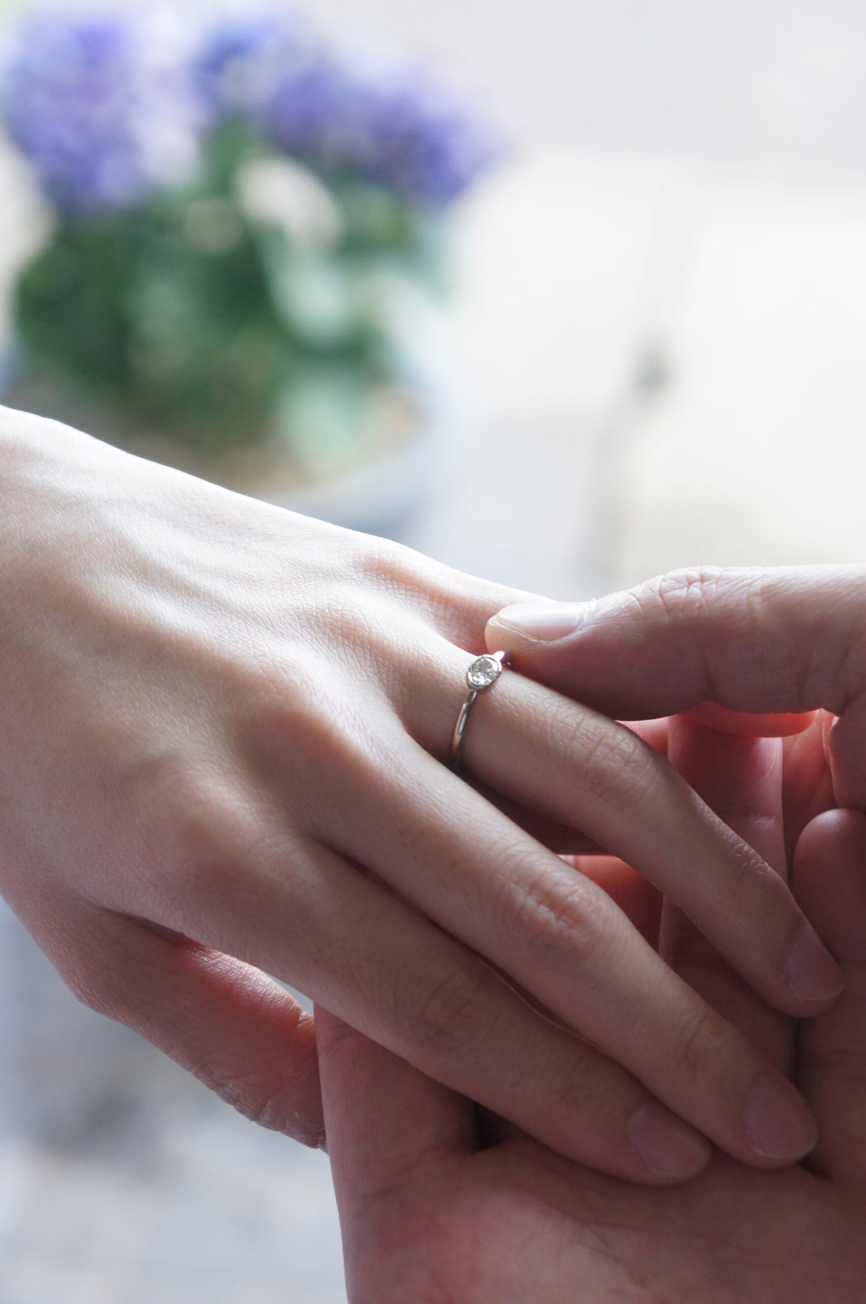 お二人で選ばれたダイアモンドで婚約指輪をお仕立てさせていただきました♡