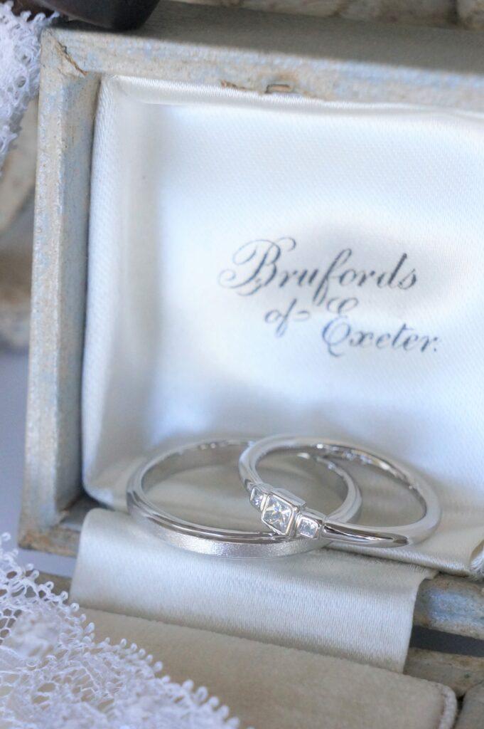 素敵なお二人へと 結婚指輪