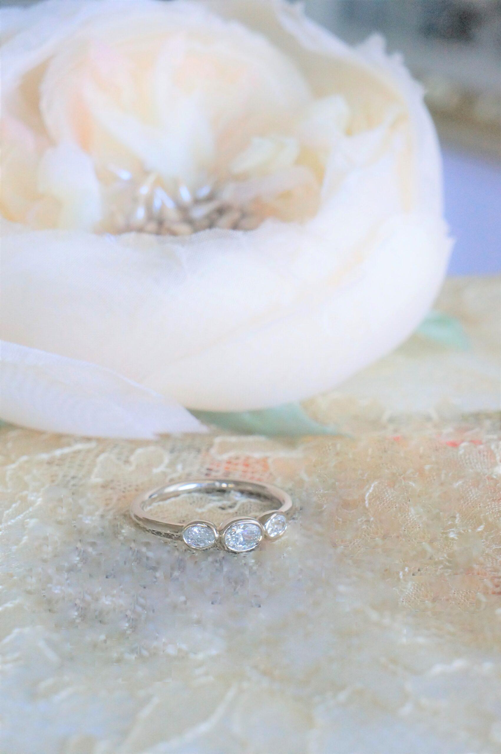 美しいときめきを オーバルカットダイアモンド一点もの